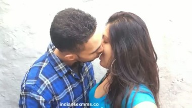 Desi Lover Enjoying Kissing & Boobs Sqeezing Mms