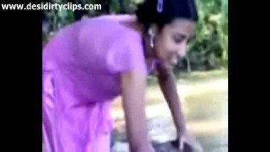 Cute young teen bathing riverside indian porn tube
