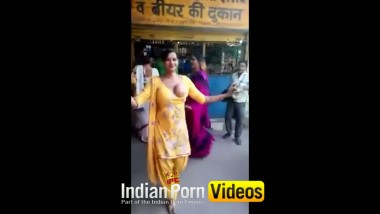Indianpornvideos Exclusive : Desi street girls doing naughty act front of beer shop
