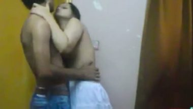 Mumbai latest hidden cam sex mms of desi bhabhi romance with tenant