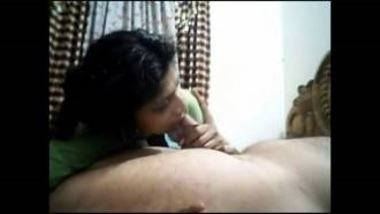 Sexy Bengali Aunty Giving Nice Blowjob