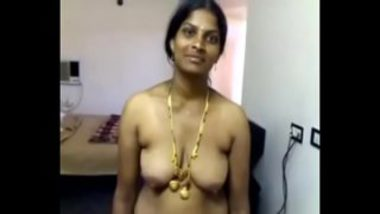 Telugu Wife Showing Saggy Boobs And Hot Ass