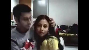 Desi xxx video of a newly wed couple having romantic sex on their honeymoon