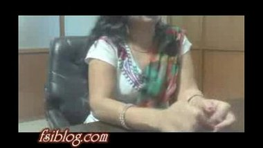 Desi bhabhi enjoying with boss in interview for getting her job