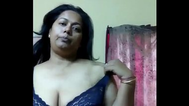 Tamil Aunty Showing Sexy Big Boobs